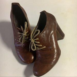FRYE / 7 / Adrienne Oxford Leather Booties